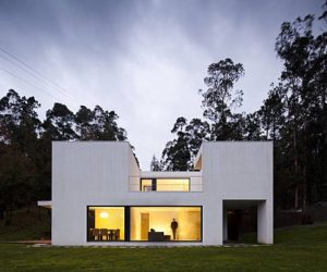 Modern house in Portugal by Rui Grazina