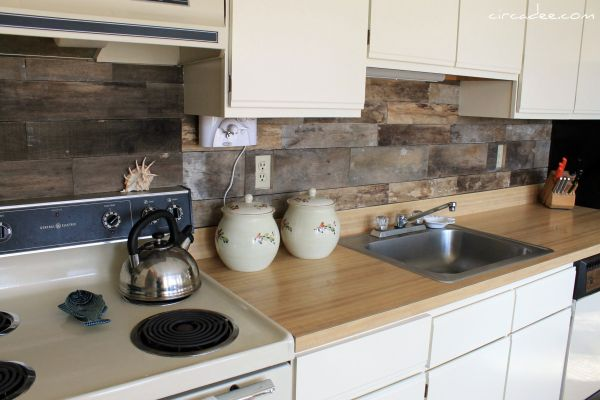 Attractive Rustic Kitchen Backsplash From Old Pallets.