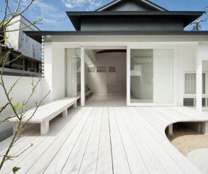 White single-storey residence in Teshima, Japan