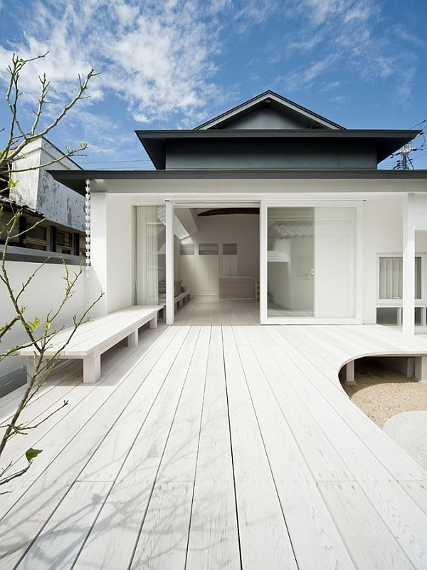 White single storey residence in teshima japan for Single storey beach house designs