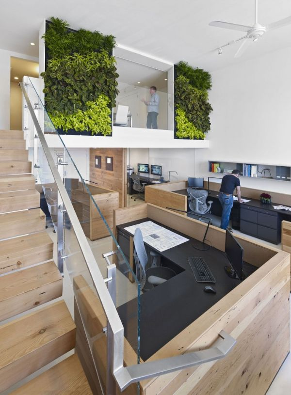 Welcoming office in San Francisco with a vertical garden inside