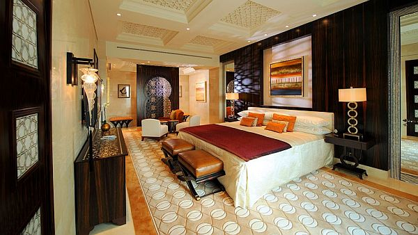 The luxurious pyramid raffles dubai hotel for Best hotels in dubai for couples