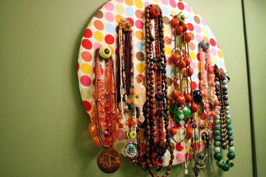 Round jewelry holder