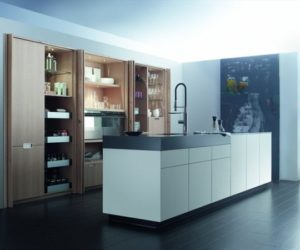The Aero glass kitchen with island by Mobalco