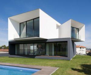 Contemporary house in Portugal by Bruno Armando Gomes Marques