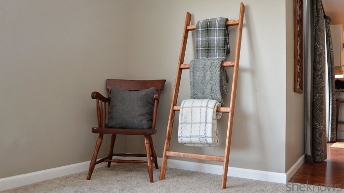 diy blanket ladder