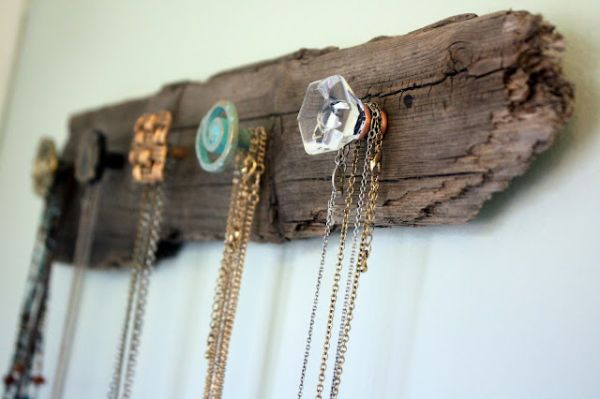 diy-vintage-necklace-holder3