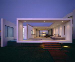 Contemporary small beach house in Peru
