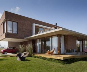 Another contemporary house in Brazil with a beautiful landspace