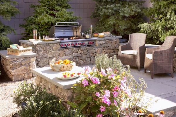 How To Turn Your Backyard Into A Fun Outdoor Living Area Classy How To Decorate Your Garden