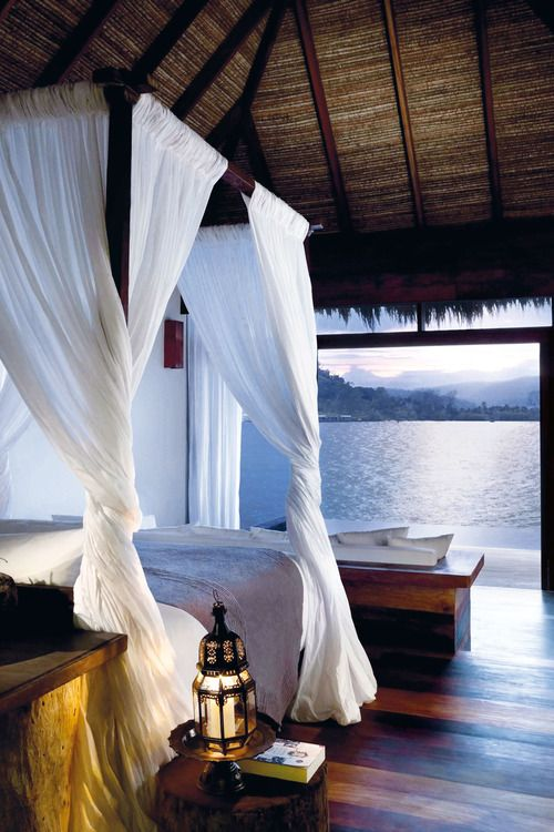 Romantic Bedroom Decorations: How To Have A Tropical, Island-Themed Bedroom At Home