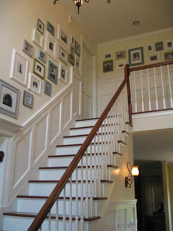 Chic Ways To Decorate Your Staircase Wall: 5 Ways To Decorate With Collages