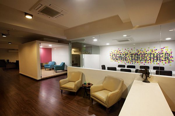 22 feet advertising agency office interior design for Travel agency office interior design ideas