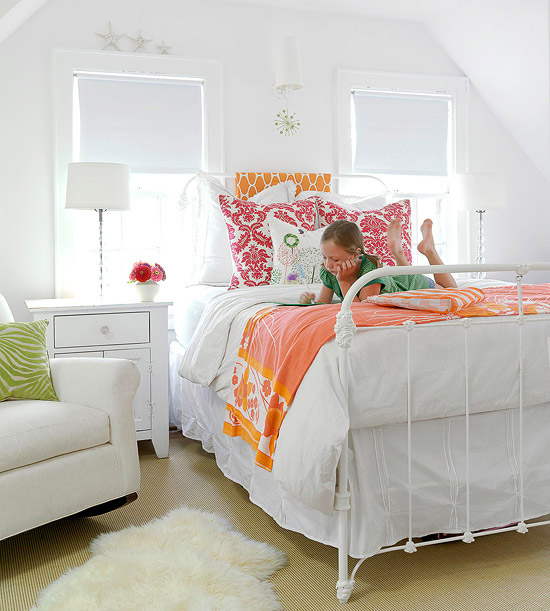Pop Art Bedroom Designs Two Bedroom Apartments Black And White Small Bedroom Ideas Four Bed Bedroom: Create Contrast By Adding A Pop Of Color To A White Décor
