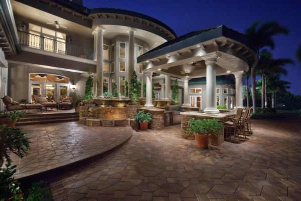 Theatrical Sunset Manor in Florida