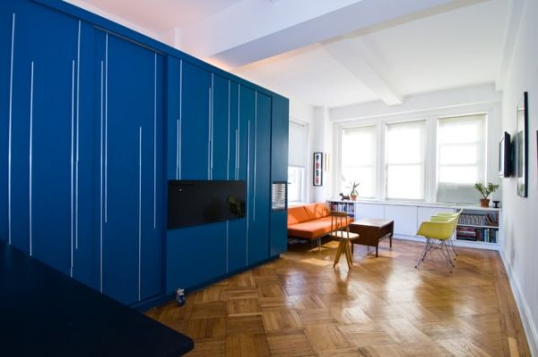 Top 10 tiniest apartments and their cleverly organized for What size bed for a 10x10 room