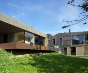 Farmhouse turned into holiday residence by Bergmeister Wolf Architekten