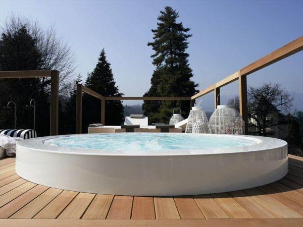 outdoor whirlpool built in minipool. Black Bedroom Furniture Sets. Home Design Ideas