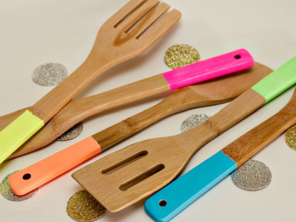 Brighten Your Kitchen Beginning With Your Utensils
