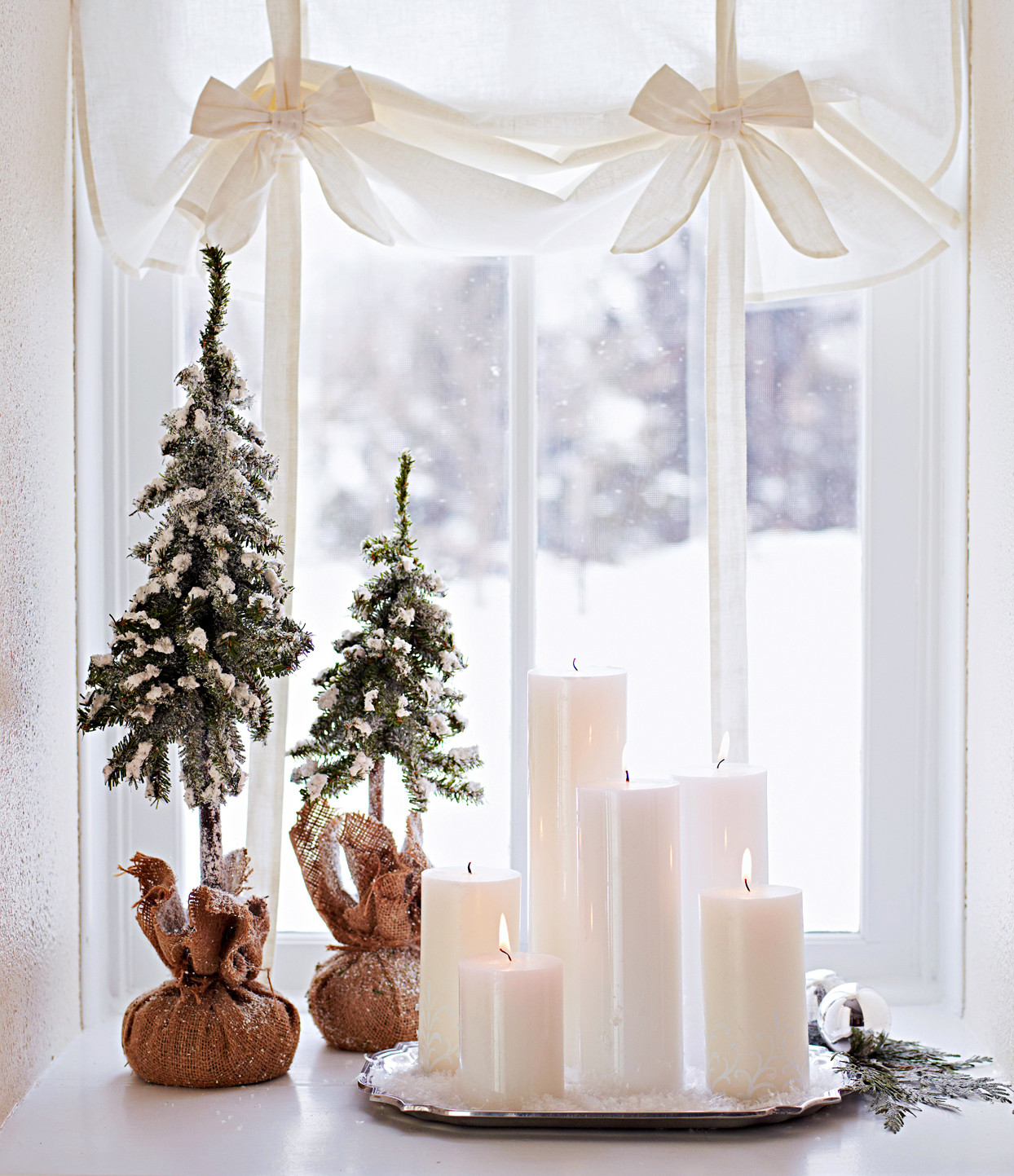 window sill Set Up Your Holiday Décor