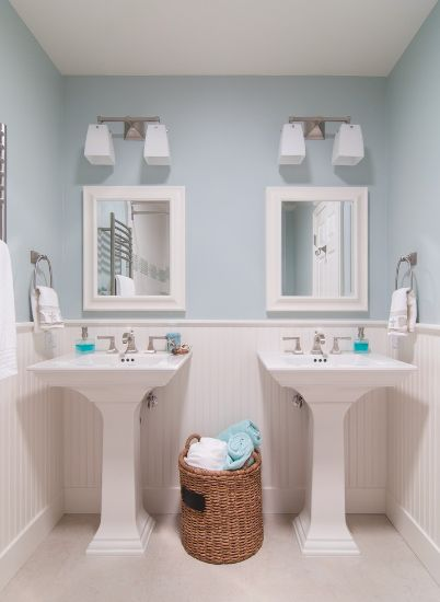 How to bringing a bathroom to life Accessorizing a small bathroom