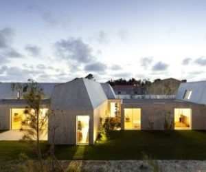 Contemporary concrete house in Ovar, Portugal by Paula Santos