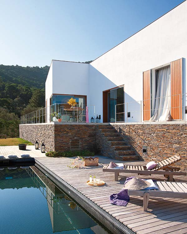 A Rest House With Terrace And Pool By Marti U0026 Sarda Architects