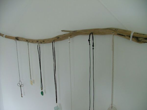 diy-driftwood-jewelry-display-branch1.jp