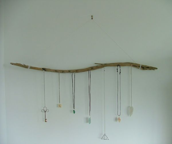 diy-driftwood-jewelry-display-branch3.jp