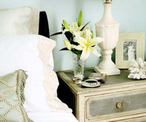 5 Quicks Tips For Decorating Your Nightstand
