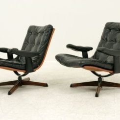 Lobster And Shelly Lounge Chairs By Oluf Lund And Eva Paarmann - Lobster-and-shelly-lounge-chairs-by-oluf-lund-and-eva-paarmann