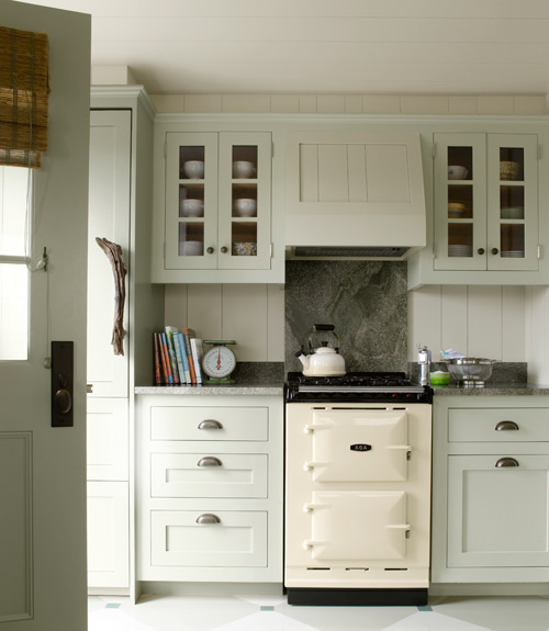 Historic cottage in nantucket renovated by luke thornewill for Nantucket style kitchen