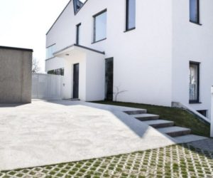 White single-family home by Martin Möstbock