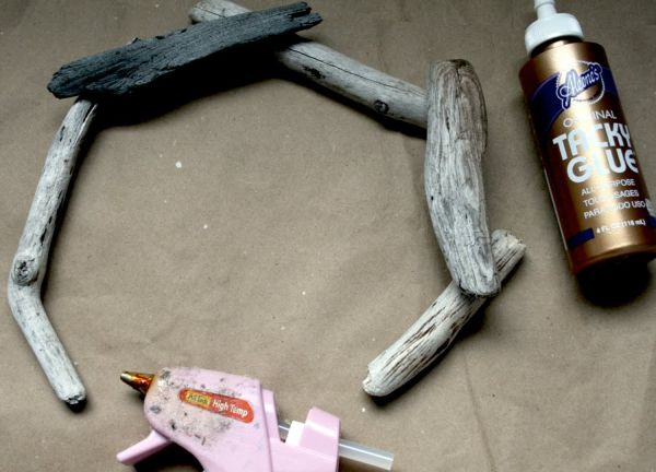rustic-driftwood-wreath1.jpg