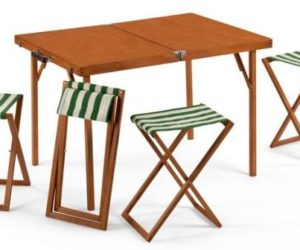 A practical and functional folding furniture set