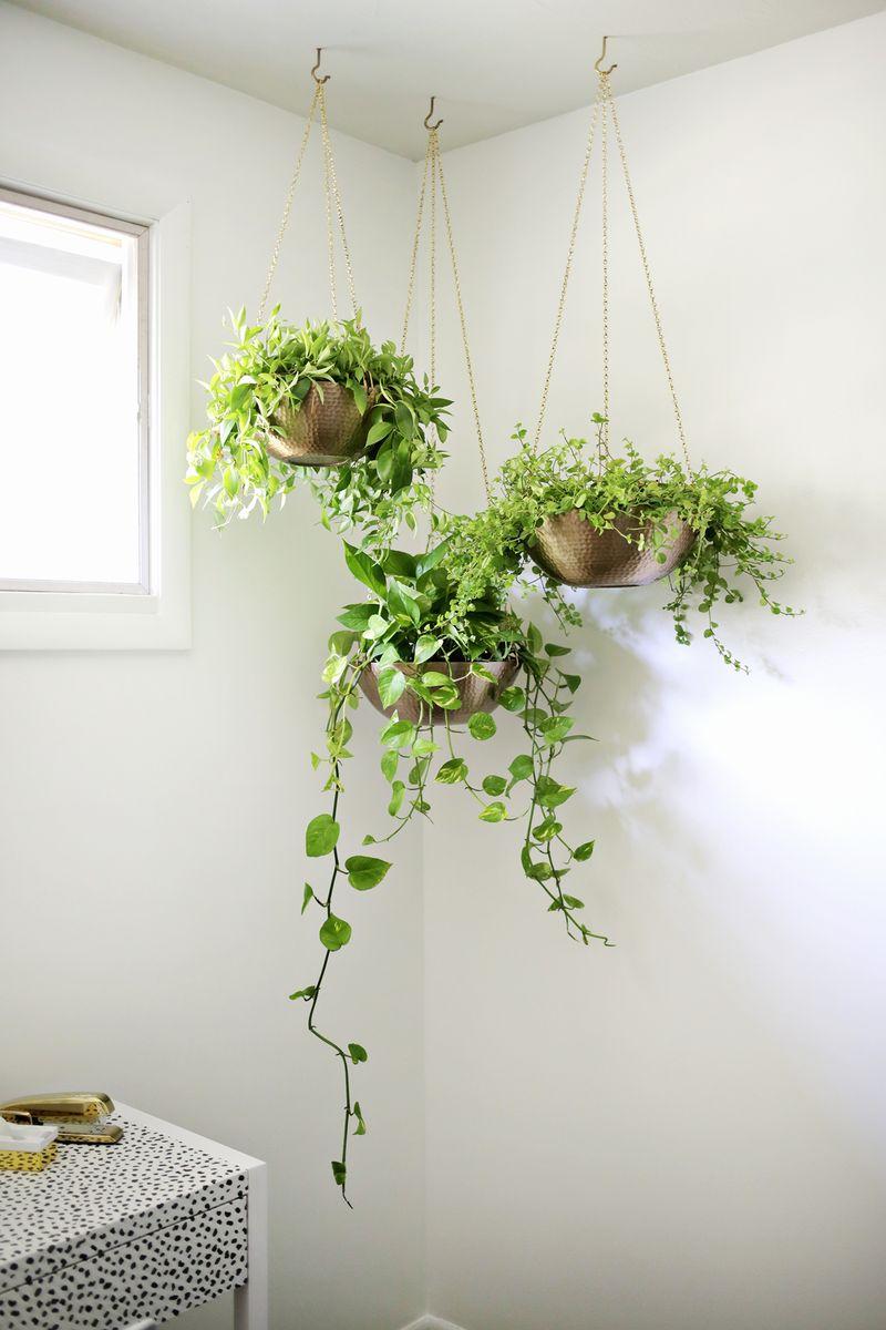 Corner hanging planter