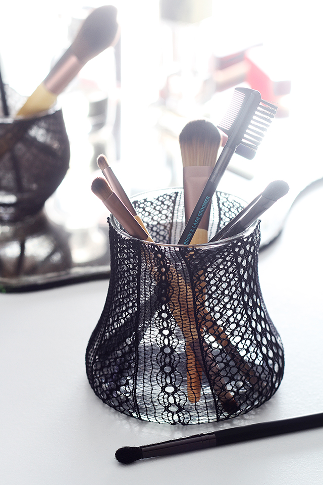 Recycled diy makeup brush holder