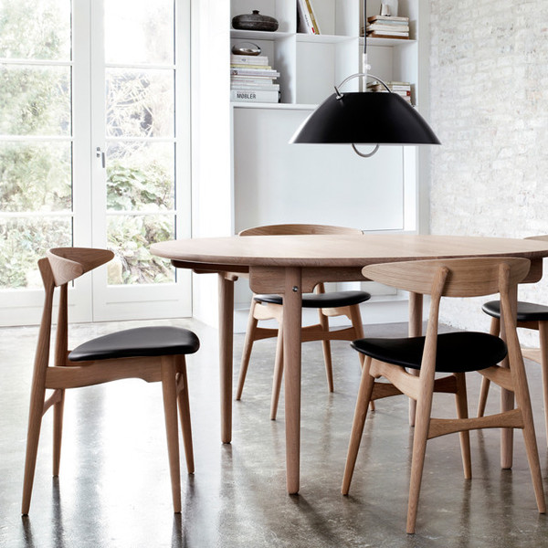 solid wood chair by hans j wegner. Black Bedroom Furniture Sets. Home Design Ideas