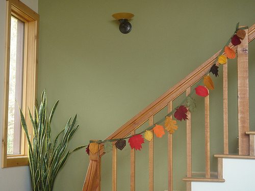 3 Easy Ways To Decorate The Stair Banister