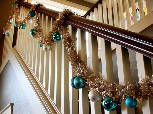 3 easy ways to decorate the stair banister for Stair railing decorated for christmas