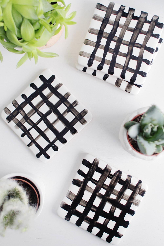 crisscross design coaster
