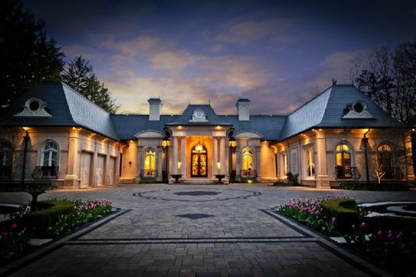 Try the fairy tale atmosphere at Oakville Estate