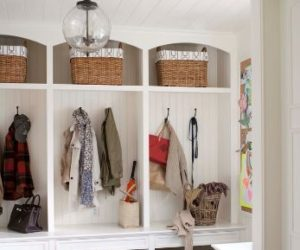 4 tips for a cleverly-organized entryway space