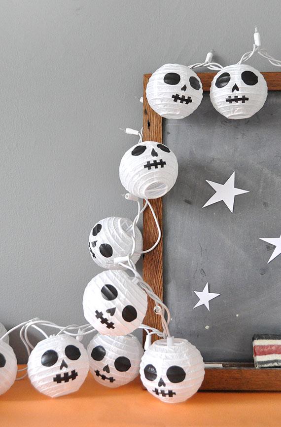 Paper lanter skulls