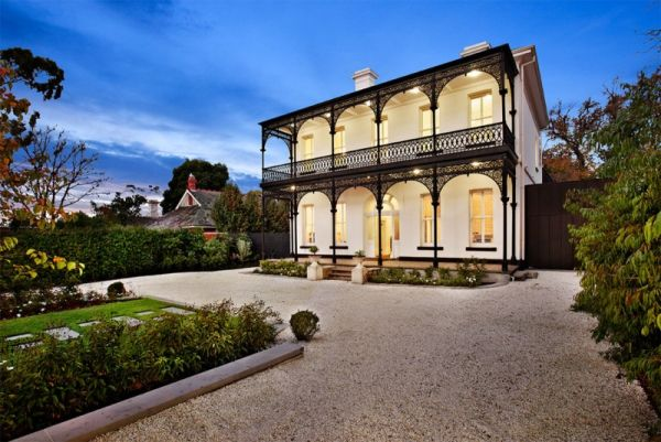 Renovated Victorian house in Melbourne Featuring A Backyard Pool