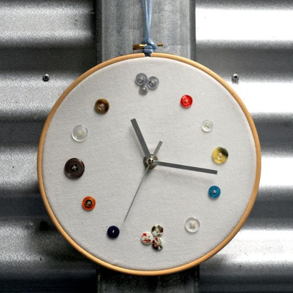 5 creative diy clocks that can be used as accent pieces. Black Bedroom Furniture Sets. Home Design Ideas