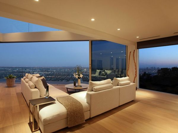 Beautiful A Luxurious Home In California Offering Panoramic Views Of The City And  Ocean