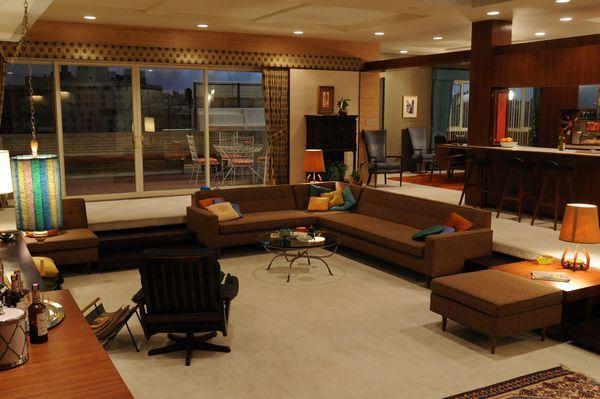 The advantages and disadvantages of sunken living rooms for Mens living room decorating ideas