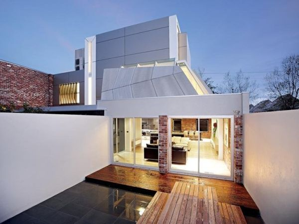 A fire station turned into a modern home for New modern architecture