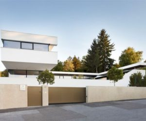 A contemporary residence built around a central courtyard, an urban oasis in Austria